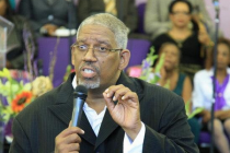 Pastor muere en el púlpito tras cantar canción secular en iglesia. ¿Castigo Divino?