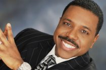 Pastor estadounidense pide dinero a los fieles para comprar jet