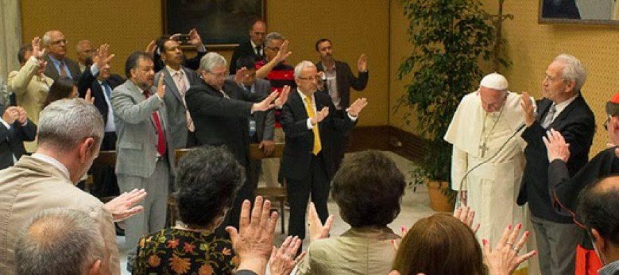 Ecumenismo: Papa Francisco ora por la unidad con cien pastores evangélicos en el Vaticano