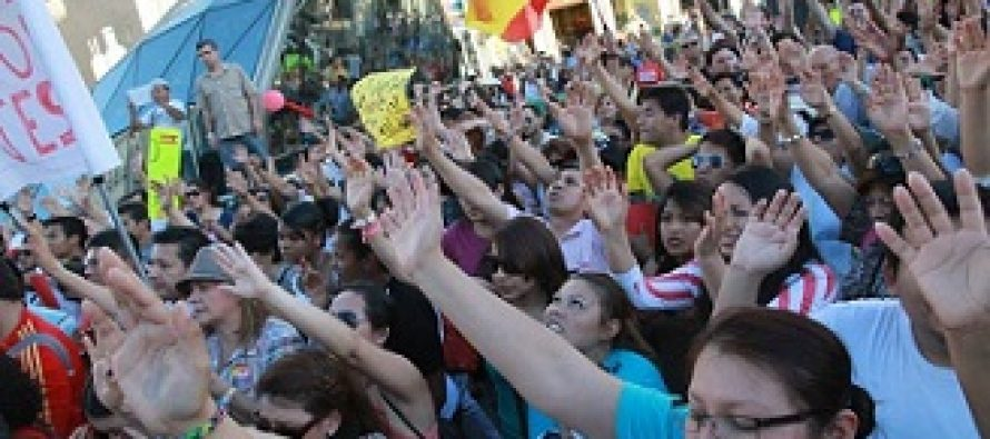 Miles de españoles salen a las calles a orar