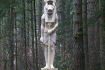 Revelan ubicación de un templo satánico en EEUU que rinde culto al dios Anubis