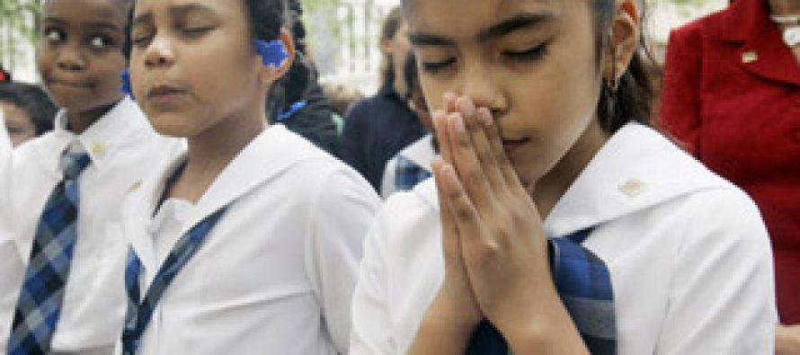 Escuela en EEUU Tendrá que pagar por permitir a Pastor orar en Evento