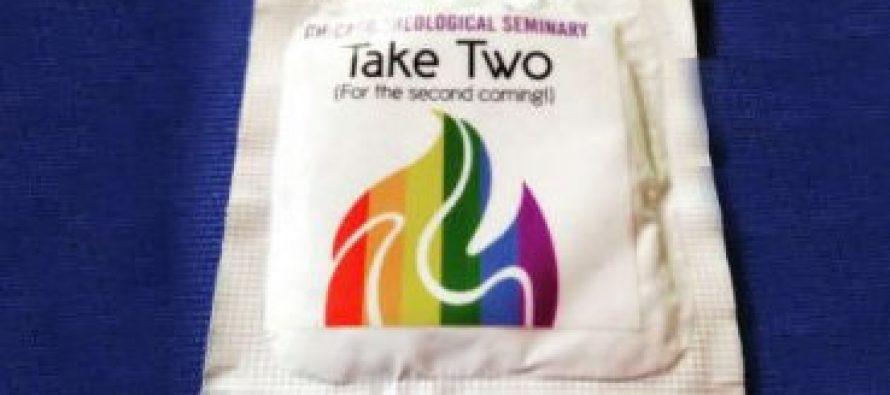 Iglesia liberal se burla de la venida de Cristo distribuyendo condones para gay