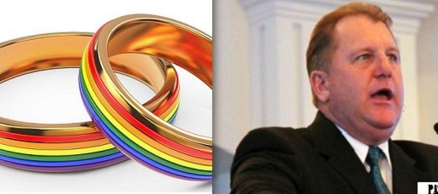"""ESTO SE PONE FEO. EEUU PROHÍBE A PASTORES QUE LLAMEN A LA HOMOSEXUALIDAD """"PECADO"""""""