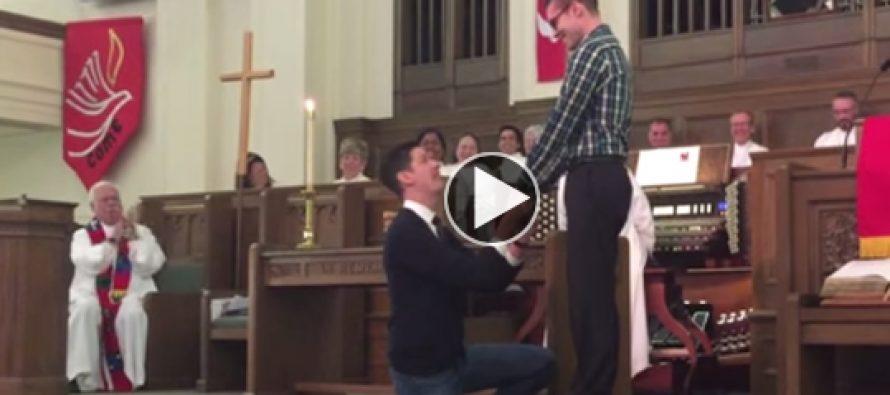 Apostasia: Iglesia Metodista ovaciona de pie propuesta de matrimonio gay