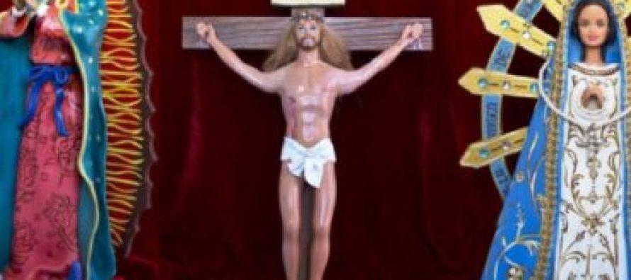 Barbie de la Virgen María y un Ken de un Jesús crucificado causa controversia en Argentina