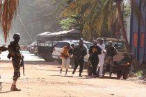 Hombres armados toman decenas de rehenes en Mali; hay tres muertos