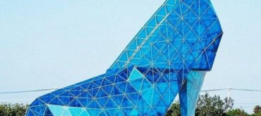 Construyen una iglesia cristiana en forma de tacón alto