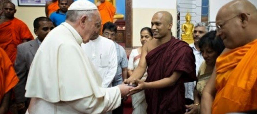 Papa Francisco dice que todas las religiones del mundo llevan al cielo