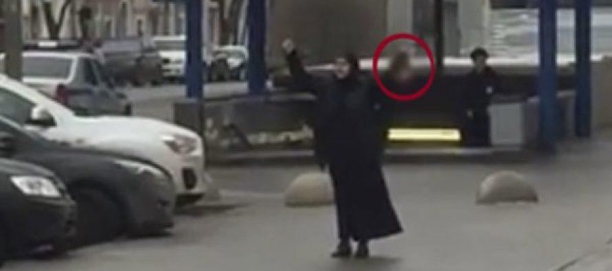 """Musulmana corta la cabeza de niña de 4 años y grita """"Aláh es grande"""""""