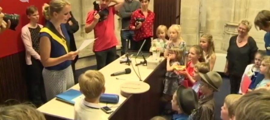 Escuela belga realiza una boda gay entre dos niños de siete años