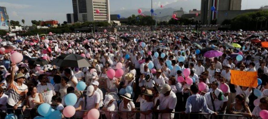 La marcha sin precedentes en México contra la legalización del matrimonio gay