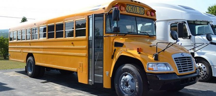 Prohíben a conductor de autobús sonar música cristiana