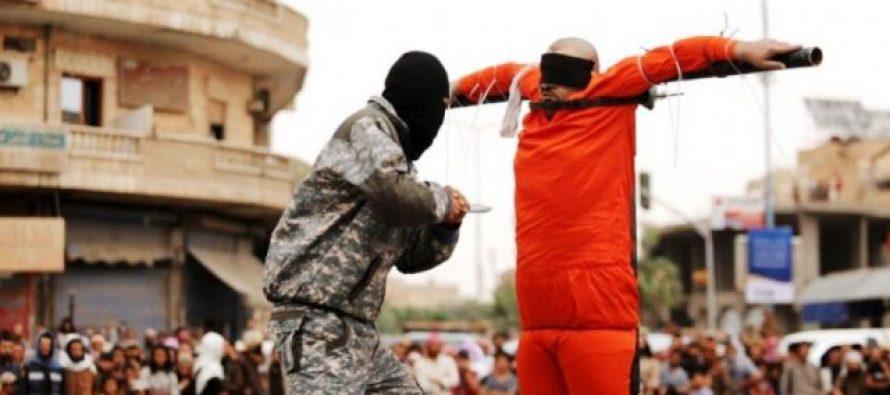 """El Estado Islámico está crucificando a cristianos declarando: """"Si amas a Jesús, morirás como él"""""""