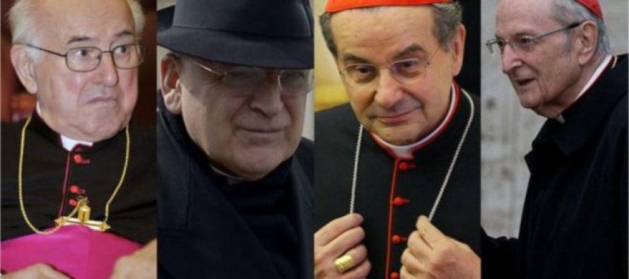 """Cuatro cardenales catolicos acusan de """"hereje"""" al papa Francisco"""
