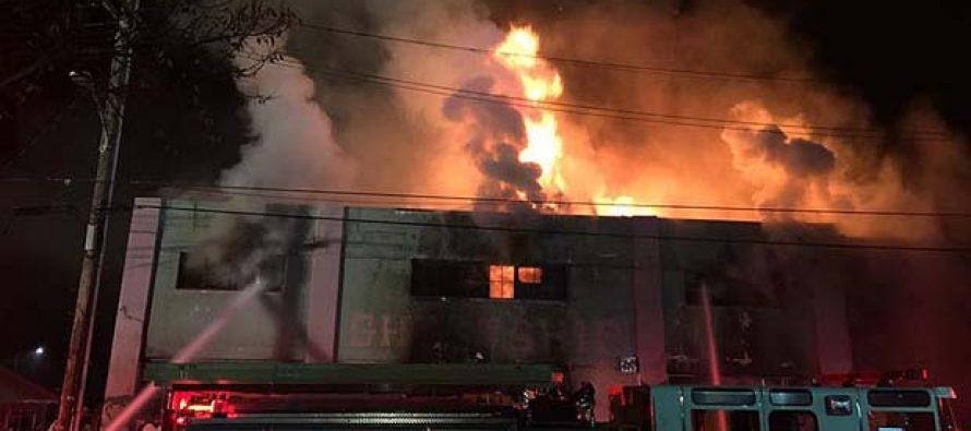Aumenta a 33 los muertos por incendio en edificio de Oakland