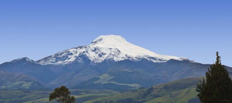 El volcán Cayambe en Ecuador da señales de reactivación tras 230 años
