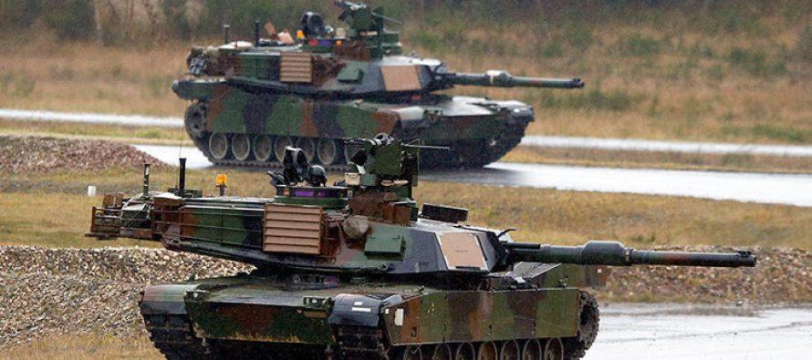 Centenares de tanques de EE.UU. se despliegan en la frontera rusa (VIDEO)