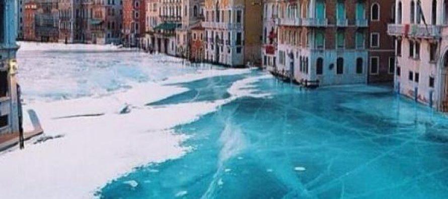Los canales de Venecia congelados por primera vez en la historia