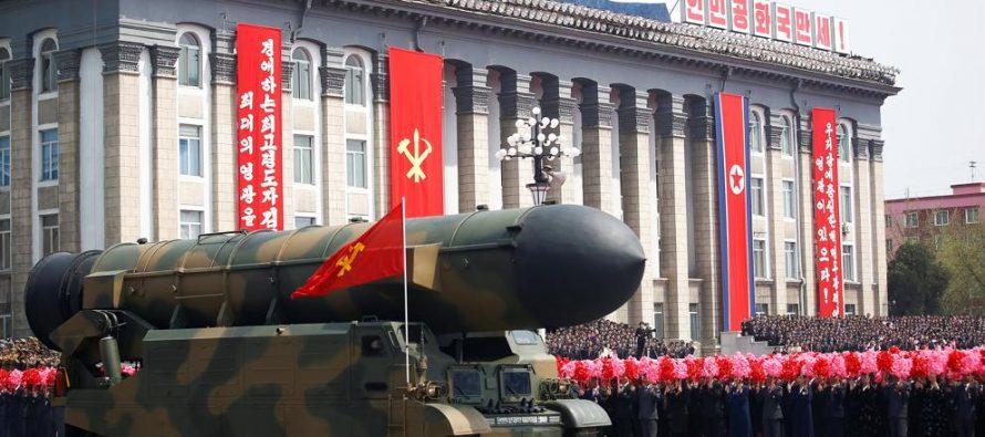 """Corea del Norte exhibe nuevo misil y dice estar """"preparada para la guerra"""""""