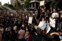 16.000 cristianos en EE.UU inundan las calles y se postran ante Dios clamando por la paz