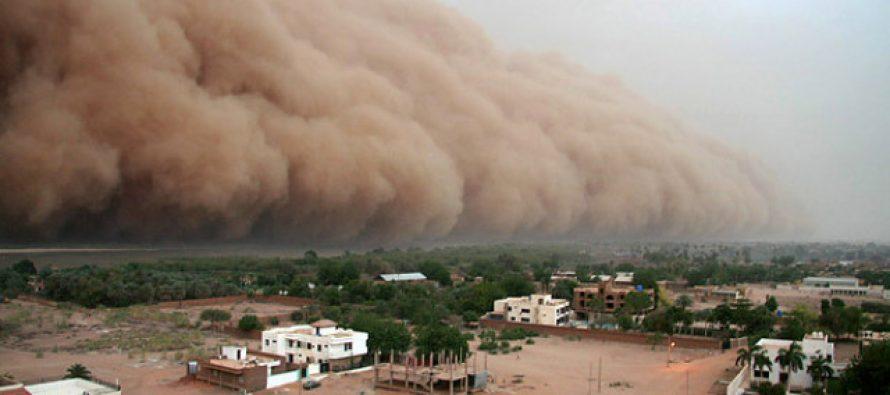 """Sorprende tormenta de polvo en Torreón; """"¿cuál Sahara?"""", dicen en redes"""