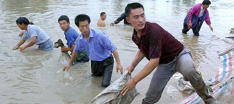 VIDEOS | Desaparecen varias personas en China por inundaciones históricas