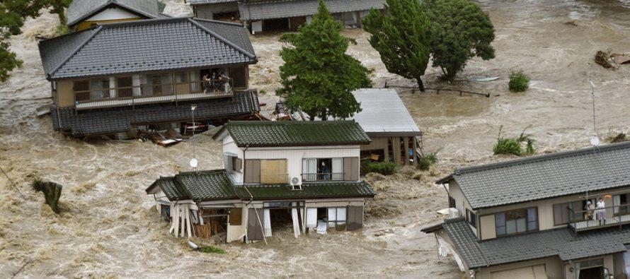 Lluvias e inundaciones dejan cientos de muertos en China y Japón
