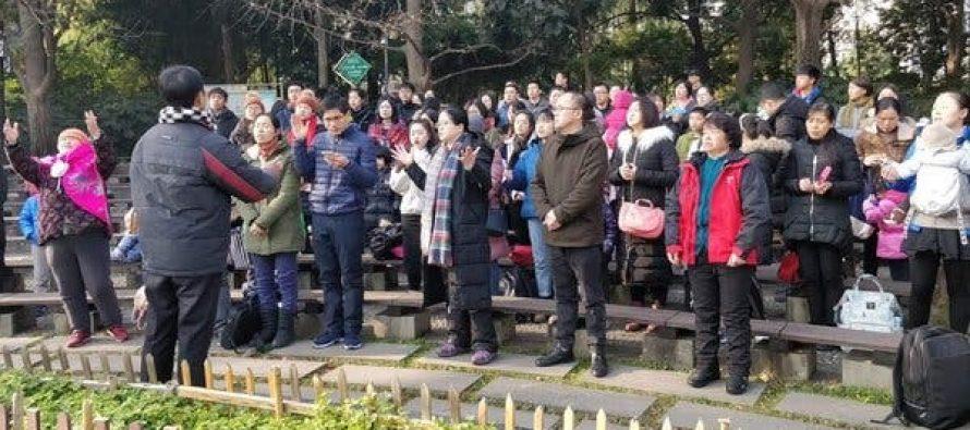 Cristianos de una iglesia en Nueva York sufren acoso e insultos en una protesta a la puerta de su templo