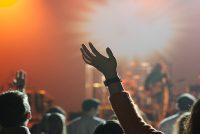 Si los cielos le alaban, nosotros también, declara pastor tras la nueva ley que le prohíbe a las iglesias cantar en los cultos