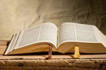 Delincuente muere al incendiar una iglesia pero una Biblia fue hallada intacta por los bomberos