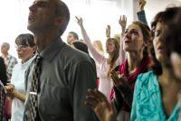 Clientes de un supermercado en EE.UU levantan adoración espontánea para Dios dentro del lugar