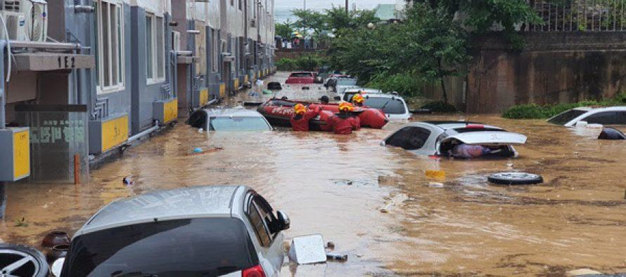 (Vídeos) Inundaciones repentinas y aludes de lodo matan a 13 personas en Corea del Sur